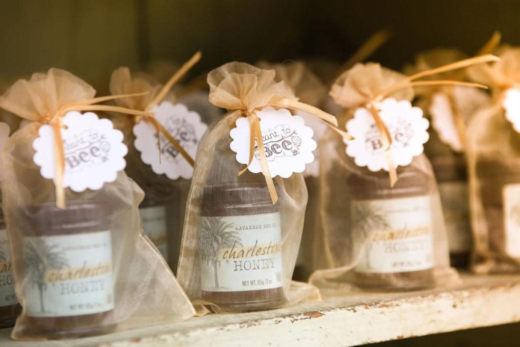 golden Goodie bags with honey for wedding party favors